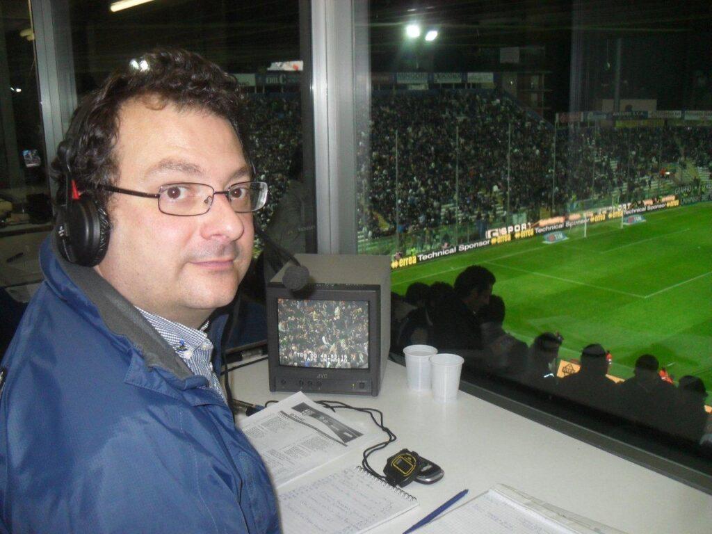 """Giuseppe Bisantis, radiocronista di Radio Rai 2: """"Se Tutto il calcio fosse un calciatore sarebbe un tuttocampista, alla Rijkaard o alla Mychajlycenko, uno che copre tutti i ruoli"""""""