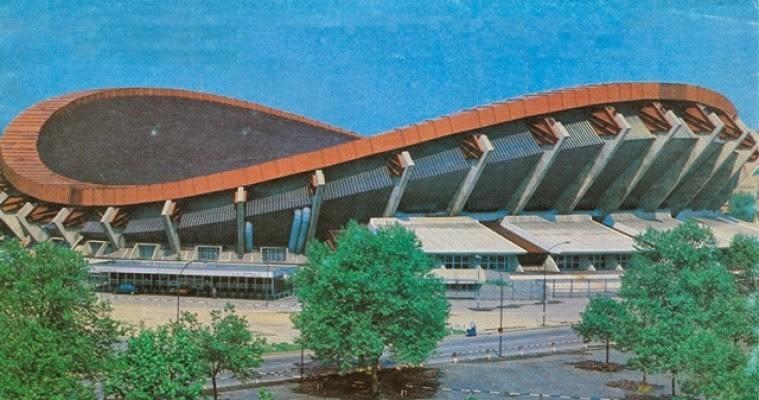 17 gennaio 1985 solo 9 anni dalla sua inaugurazione crollava il tetto del Palazzetto dello sport di Milano