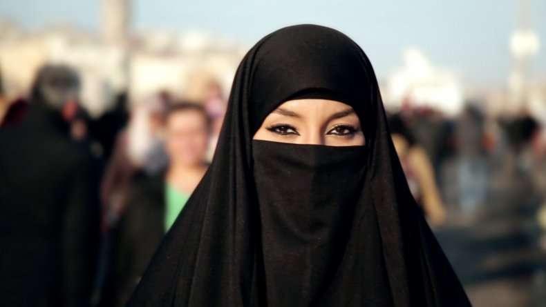 C'è anche un'Italia del Burqa