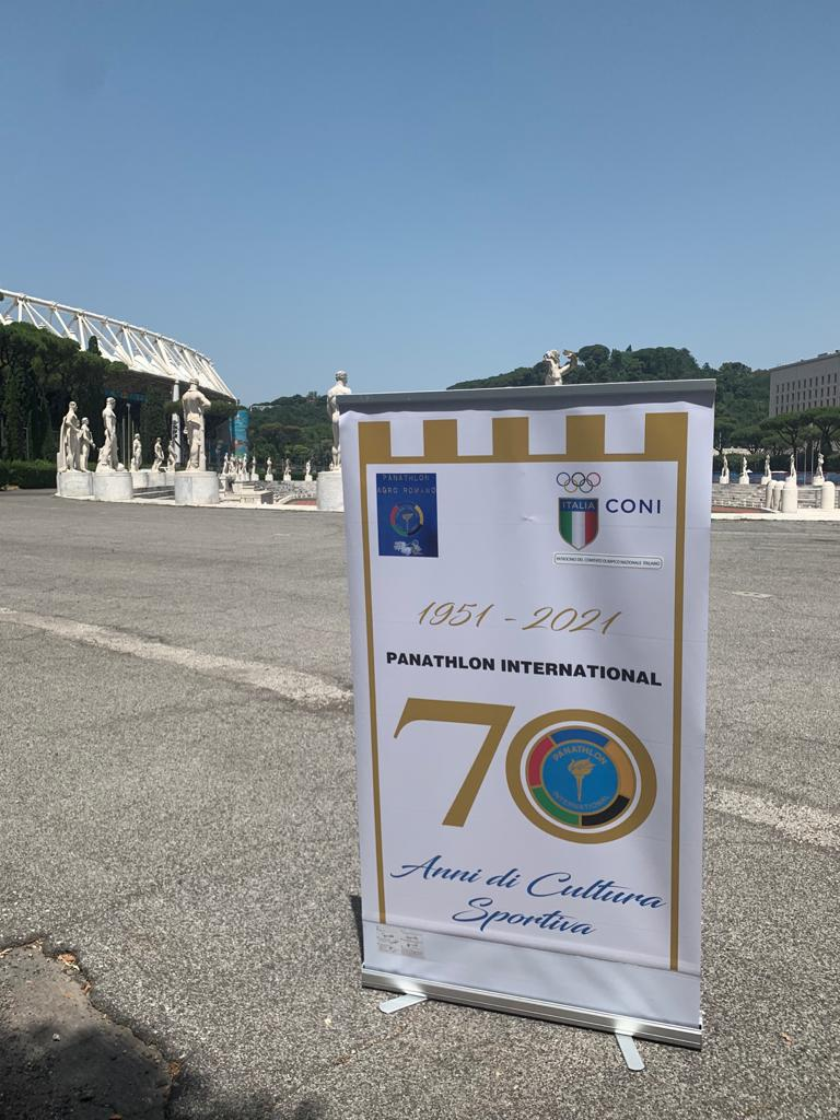Il modo originale del Panathlon Agro Romano di ricordare i 70 anni del Panathlon attraverso i monumenti di Roma