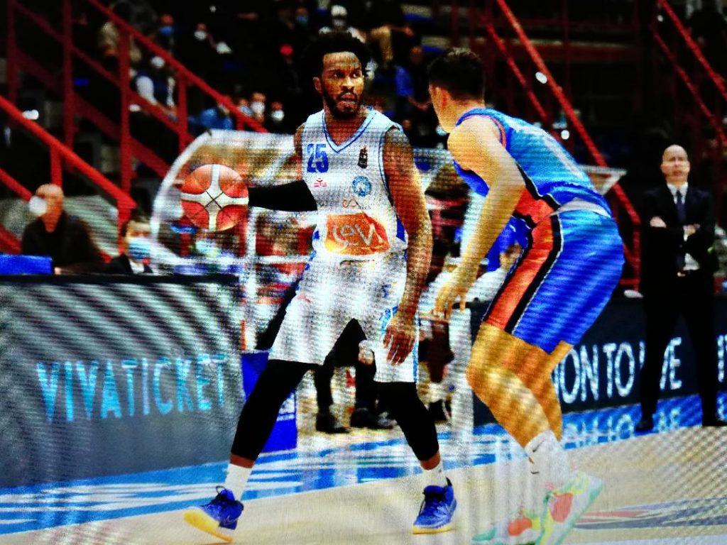 Dopo le due sconfitte dell'incerto inizio stagione, la Gevi Napoli Basket supera il Treviso e riassapora il gusto della vittoria